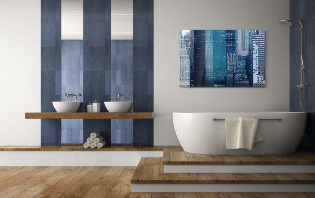 Bad gestalten mit Farben und dekorativem Wandbild