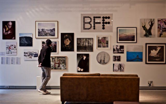 Die Ausstellung in Düsseldorf zeigt Werke aus aller Welt.