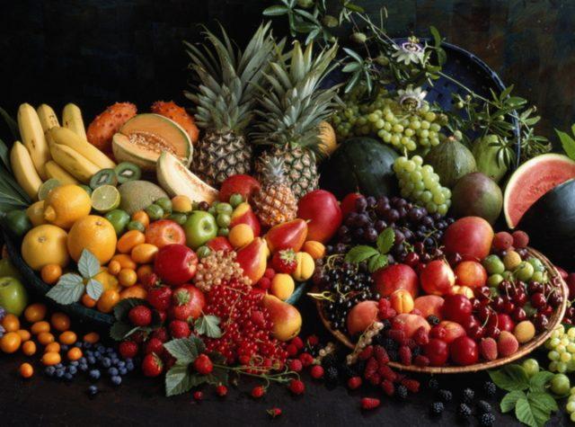 Obstkörbe sind farbenprächtig und passen thematisch in die Küche