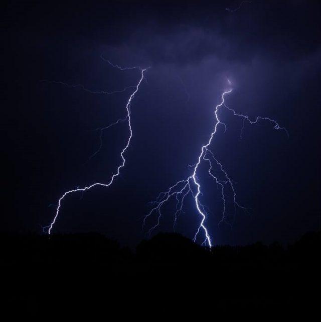 Gewitter und Blitze fotografieren: Je mehr Bilder, desto besser.