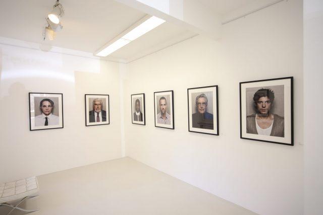 Für die Werke in seiner neuen HEIMAT Galerie hat sich Sander für Galerie-Rahmen mit Passepartouts entschieden