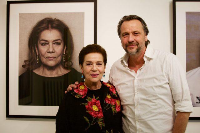 In der HEIMAT Galerie sind weitere bekannte Persönlichkeiten wie Frank-Walter Steinmeier, Mario Adorf oder Didi Hallervorden zu sehen.