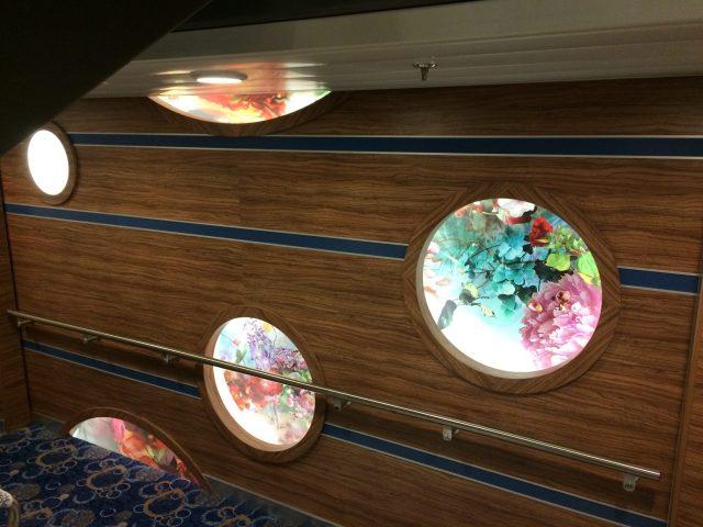 WhiteWall produziert die eleganten Werke hinter glänzendem Acrylglas in individuellen Größen und Formaten