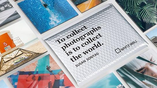 Wer um die Welt reist, kann seine Urlaubsfotos direkt vom Smartphone in kleinformatige Kunstwerke verwandeln