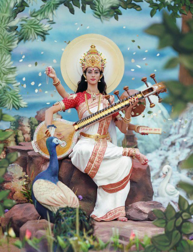 Sharma adaptiert die religiöse Bildästhetik für ihre Werke